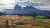 dolomit : Stunning sunrise in Alpe di Siusi in summer, aerial view
