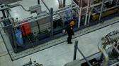 デバイス : service engineer inspects the compressor unit at work