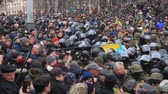 násilný : Ukraine. Kiev. December 5, 2017. people rebel against power. Collisions of people with the police. Protest against the detention of Saakashvili.