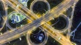 слоистых : Static vertical top down aerial view of traffic on freeway interchange at night. timelapse background