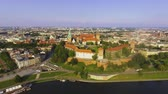 wisła : Krakow, Poland. Wawel royal Castle and Cathedral, Vistula River. Aerial Wideo
