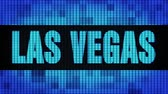 asso : LAS VEGAS Front Text Scorrimento su Light Blue Digital Display a LED Pixel Light Screen Looped Animation 4K Background. Pannello segnaletico, luce lampeggiante, monitor Pixel. Pannello a parete LED