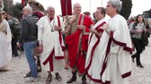 local de nascimento : ROME, ITALY - APRIL 19, 2015: Group of Roman senators with costumes of ancient Rome, faithfully reconstructed by the Roman Historical Group, at re-enactment for the 2768th anniversary of Rome. Stock Footage