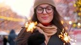 Бенгалия : Women with sparklers in their hands that bokeh cities centre background. Outdoor of young beautiful happy smiling girl holding sparkler, walking on street. Стоковые видеозаписи