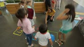 numerais : Kids having fun playing hopscotch