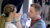 beleza e saúde : Guy squeals makes makeup to girl.