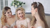 životní styl : Three girls met at a wedding with a friend.
