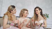 młodzież : Three Girls Met at a Wedding With a Friend.