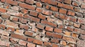 지저분한 : Old brick wall rotation closeup 4k. The rotting and destruction of the red house close up. Clear place for your isolated text. Empty space for your title copy space. Copyspace logo to blank design.
