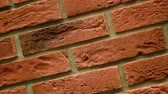 solide : Rotation of red decorative brick with cracks. Brickwork background. Figure block. Clear place for your isolated text pattern. Empty space for your title copy space. Copyspace logo to blank design.