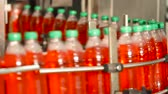 engarrafado : Production of drinking water and beverages. Automatic conveyor line for filling water and juice in a plastic bottle. Bottling of juice in plastic bottles. Lemonade bottle conveyor industry.