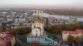 barok : Aerial view of St. Andrews Church in Kiev. Aerial view of the old city of Kiev and the Dnieper River at sunset time. Camera drone flies around the Church of St. Andrew. Church of St. Andrew.