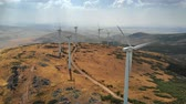 energia alternativa : Aerial view of Wind Turbines windmills . 4K, UHD Stock Footage