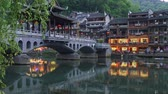 provincie : Fenghuang, China. The town at dusk. Panning shot, 4K