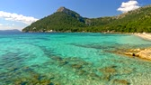 calçada : Sandy beach with azure water. Majorca Platja de Formentor beach - Mallorca at Balearic Islands of Spain. UHD