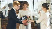 женат : Bride and groom at wedding ceremony exchange ring each other while registrar talking