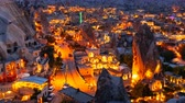 vila : Pan Timelapse view of Goreme village in Cappadocia at night in Turkey