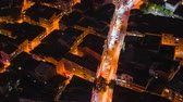 известный : Timelapse rooftop view of Istanbul street with traffic at night Стоковые видеозаписи