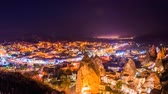 lugar : Pan Timelapse view of Goreme village in Cappadocia at night in Turkey