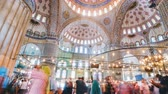 kolumna : Pan timelapse of The Blue Mosque interior or Sultanahmet indoors in Istanbul city in Turkey