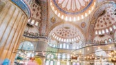 kolumna : Zoom out Timelapse of The Blue Mosque interior or Sultanahmet indoors in Istanbul city in Turkey