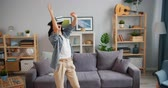 развлекать : Joyful hipster attractive young lady is having fun dancing relaxing in virtual reality glasses in house entertaining alone enjoying new technology. Youth and joy concept.