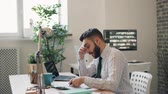 perdente : Stressed guy businessman is reading business contract shaking head throwing pen sitting at table in office room. Problems at work and negative emotions concept. Filmati Stock