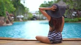 끝 : Women around swimming pool in resort for relax in vacation