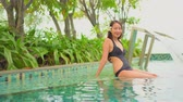 魅惑的な : Women around swimming pool in resort for relax in vacation