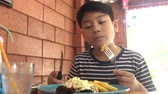 Little asian child eating pizza at restaurant .happy asian boy enjoy at your meal. Стоковые видеозаписи