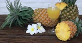 renkli görüntü : Pineapple with Juice on wood table background .