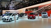 kompaktní : Various Citroen cars on display at the 2014 Brussels motor show. The Citroen C1 and C4 are on display in the foreground. Dostupné videozáznamy