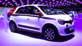 kompaktní : Renault Twingo compact car on display during the 2015 Brussels motor show. Dostupné videozáznamy