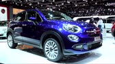 kompaktní : Blue Fiat 500X mini crossover SUV on display during the 2015 Brussels motor show. Dostupné videozáznamy