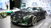 kupé : Mercedes AMG F1 W08 EQ Power+ Mercedes-Benz Formula One racing car and Mercedes-AMG GTR high performance GT coupe sports car on display during the 2018 European Motor Show Brussels.