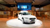 autó : Volvo V90 luxury estate car in white with a skibox mounted on the roof on display during the 2018 European Motor Show .. Stock mozgókép