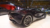 bruxelas : McLaren 720s exclusive British sports car fitted with a 4.0-liter twin-turbo V8 engine on display at the 2018 European motor show in Brussels. Vídeos
