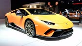 luksus : Lamborghini Huracán LP640-4 Performante sports car on display at the 2018 European motor show in Brussels. Wideo