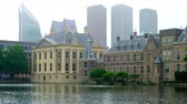 moderno : Courtpond or Hofvijver with the Mauritshuis museum, the little tower or Torentje, and the north part of the Binnenhof in The Hague, The Netherlands. Stock Footage