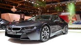 kupé : BMW i8 coupe plug-in hybrid luxury sports car on display at the 2018 European motor show in Brussels. Dostupné videozáznamy
