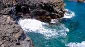 洞窟 : Waves hitting the northern coast of Madeira island in the middle of the Atlantic Ocean with a horizontal blowhole.