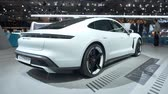 hybride : BRUSSELS, BELGIUM - JANUARY 9: Porsche Taycan Turbo S all-electric luxury performance car on display at Brussels Expo. Handheld gimbal shot around the car. Stockvideo