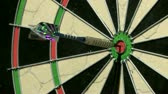 выиграть : Single dart hits bullseye medium shot Стоковые видеозаписи