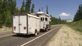 recreativo : Camper vehicle on mountain highway