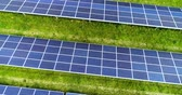 動物学 : Solar panels in aerial view