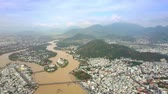habitação : aerial view wide brown water river with inhabited islands bridges among large resort city Stock Footage