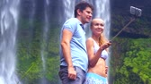 rabo de cavalo : closeup guy girl make selfie smiling at foamy waterfall