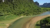 alcançando : close motion to river with sand bank running at hill foot