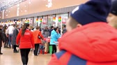 TYUMENRUSSIA - DECEMBER 25 2018: Large popular supermarket cash-register area with cash desks and people crowd packing products from shopping carts on December 25 in Tyumen Vídeos