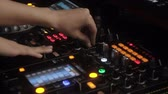 vinil : Dj hands on equipment deck at party Stok Video